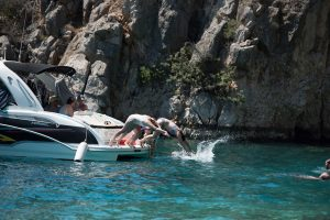 Private boat trips organized by family hotel