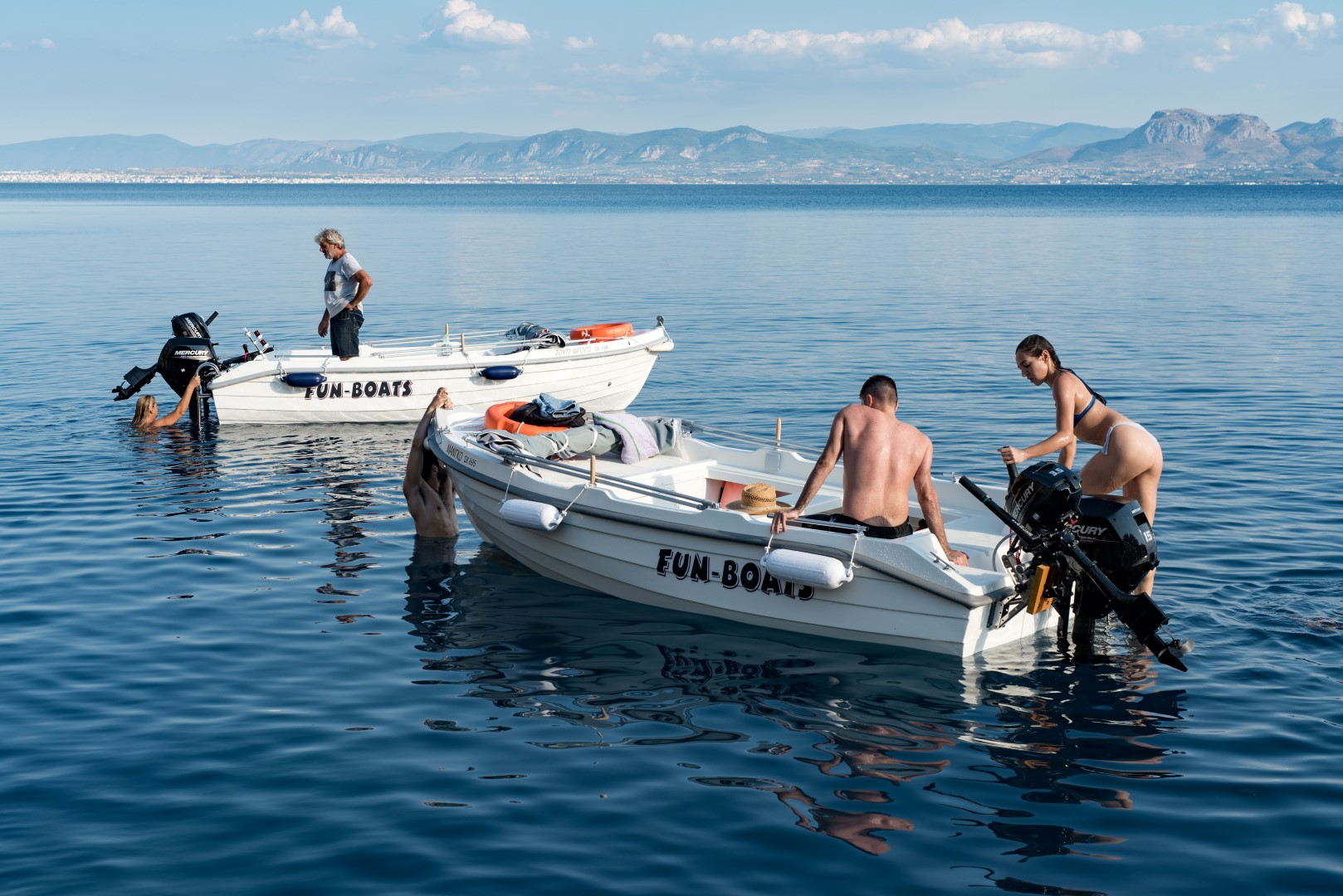 Boat trips for groups of friends with no licence boats powered by Lido Blue